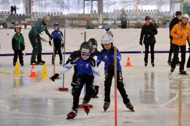 Auf die Kufen, fertig, los: Eislauftag der Siegsdorfer Grundschule in der Max Aicher Arena